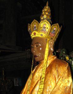 Tượng Đại thánh Từ Đạo Hạnh tọa lạc tại chùa Thầy